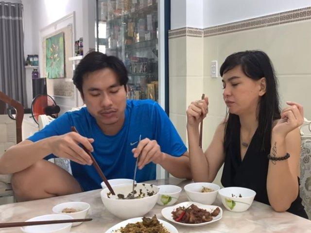 Cát Phượng nấu ăn nhưng bị chồng kém 18 tuổi chê một điểm, fan kêu thiếu món quan trọng