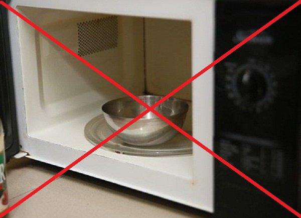 Đặt lò vi sóng lên tủ lạnh, cách làm tưởng đúng hoá ra sai lầm khiến cả nhà rước họa