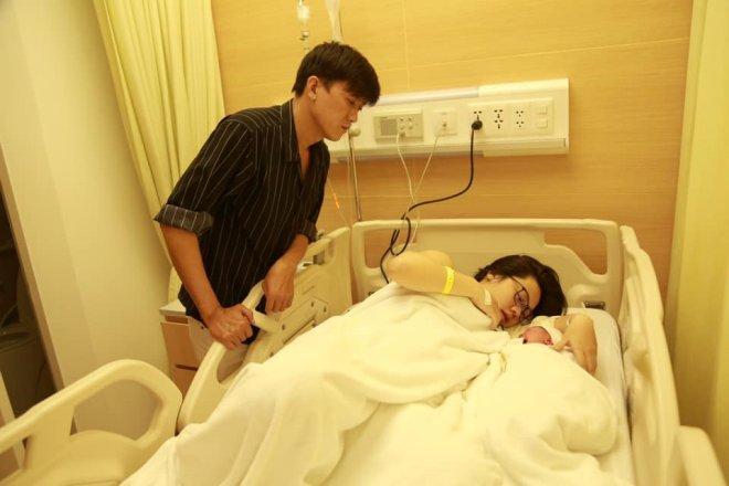 Sau 10 ngày công khai bạn gái kém 10 tuổi, Quách Ngọc Tuyên xác ...