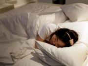 Sức khỏe - Một thói quen trước khi đi ngủ khiến vợ chồng khó có thai, trẻ dậy thì sớm dễ ốm đau