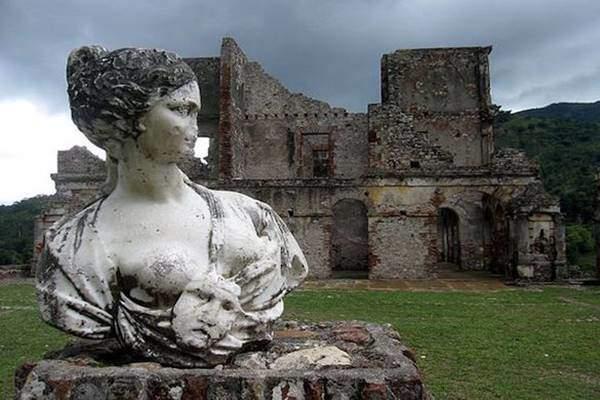 Khung cảnh ám ảnh tại những dinh thự bỏ hoang từng là biểu tượng của sự giàu có