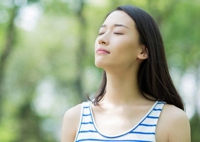 Mệt mỏi vì tập luyện, chị em đã biết các cách giảm cân không tốn sức, chỉ cần ngồi thở?