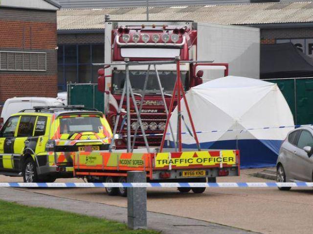 Vụ 39 người chết trong container: Bí ẩn lời đe dọa đáng sợ người dân ở biên giới nhận được
