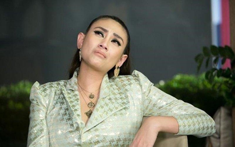 Trong 1 chương trình truyền hình, siêu mẫu Võ Hoàng Yến khiến khán giả và người hâm mộ bất ngờ khi thừa nhận cô từng trở thành người thứ 3, xen vào gia đình người khác.