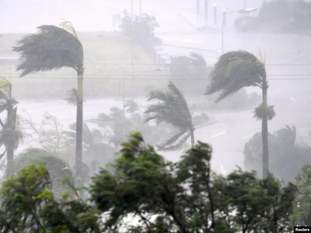 4 cơn bão và áp thấp cùng xuất hiện, bão số 6 sẽ là cơn bão dị nhất năm 2019?