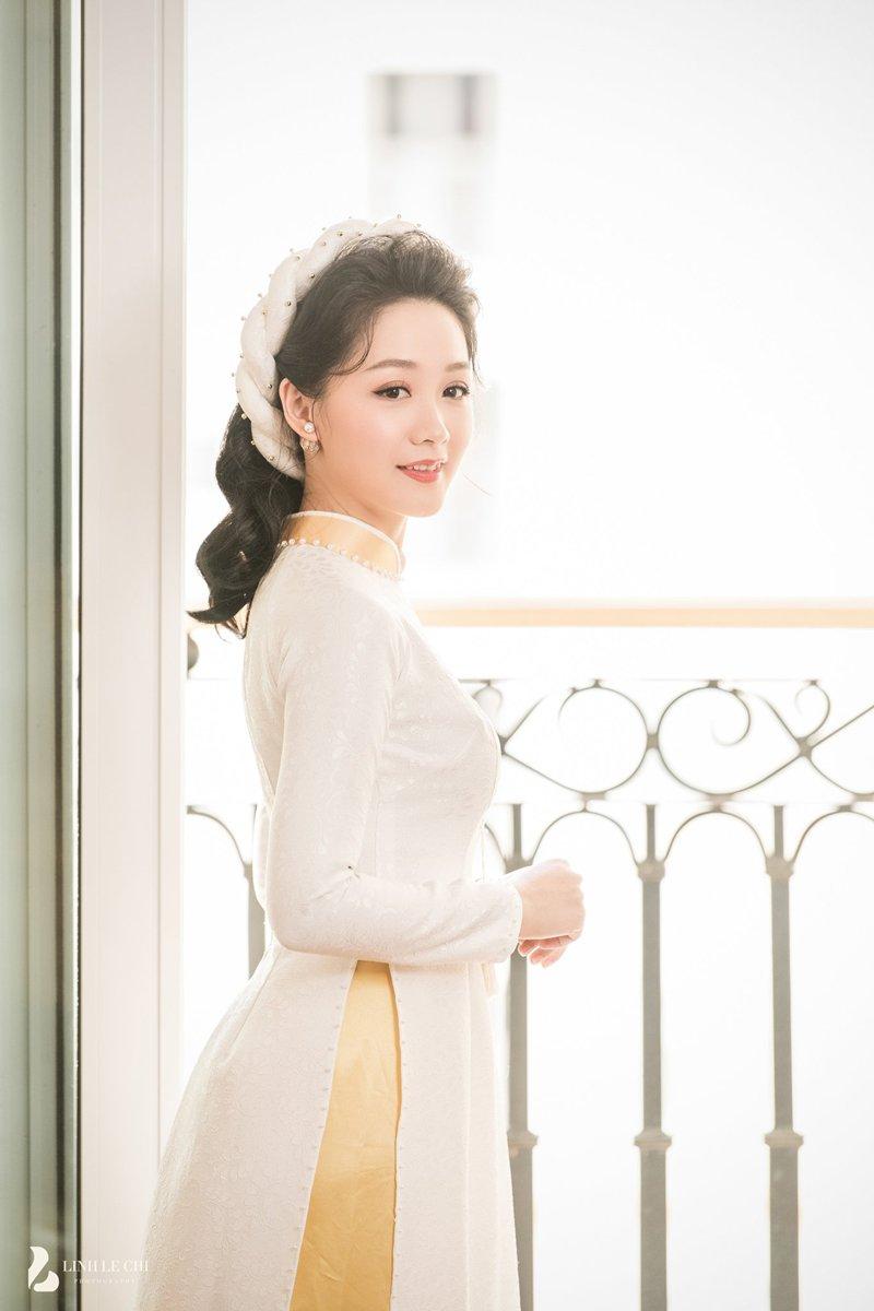 Cô dâu Thu Hà khoe sắc hút hồn trong lễ ăn hỏi.
