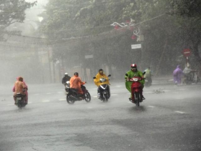 Bão số 6 suy yếu: Miền Trung mưa cực lớn, hàng chục nghìn hộ dân vẫn mất điện