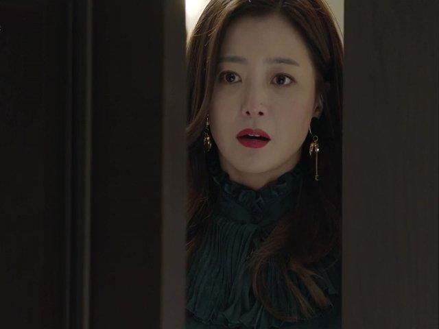 Tưởng chồng sắp cưới trăng hoa bên ngoài, tôi khóc nghẹn khi thấy thứ rơi ra từ ngăn tủ