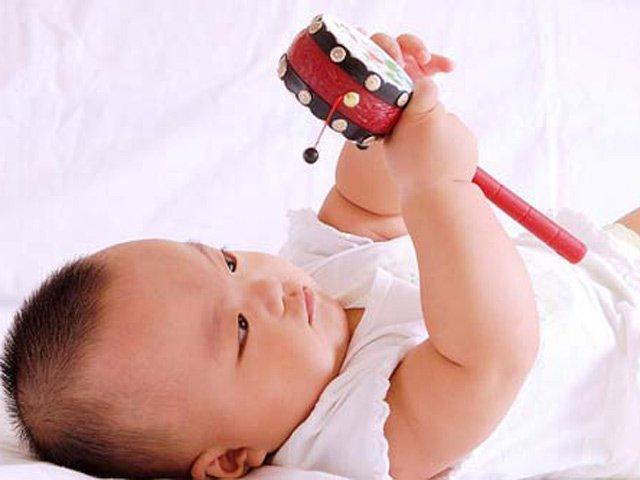 Bé tròn 6 tháng tuổi, mẹ làm gấp 4 điều này để con ngày càng thông minh
