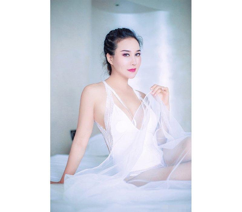 Có mẹ là người Pháp, cha là người lai Việt - Trung, Anna Kim (sinh năm 1990) được biết tới là một trong những cô gái gốc Việt sở hữu vẻ đẹp lai vô cùng hút mắt.