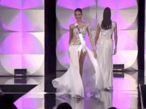 Hoàng Thuỳ hoá giọt hoa tuyết trắng muốt toả sáng tại Bán kết Miss Universe 2019