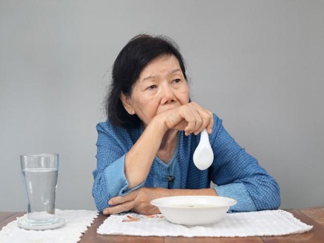 5 nguyên nhân khiến người già chán ăn và cách khắc phục đơn giản