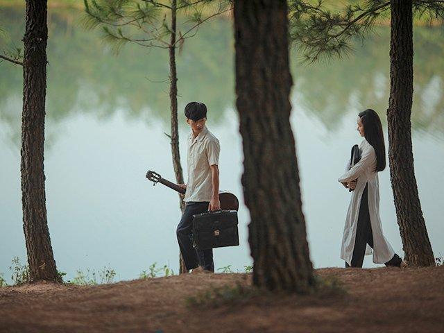 Mắt Biếc: Có chàng trai viết lên cây, cả đời chỉ xoay quanh cô gái ấy…