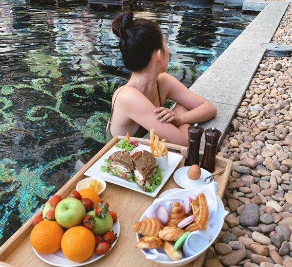 Lâu lắm mới diện lại bikini, hoa hậu Tiểu Vy khoe dáng quá nuột cùng vòng ba 90cm