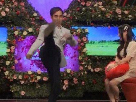 Ông chủ 33 tuổi múa võ tán tỉnh, cô gái xăm hình uyên ương xử phũ