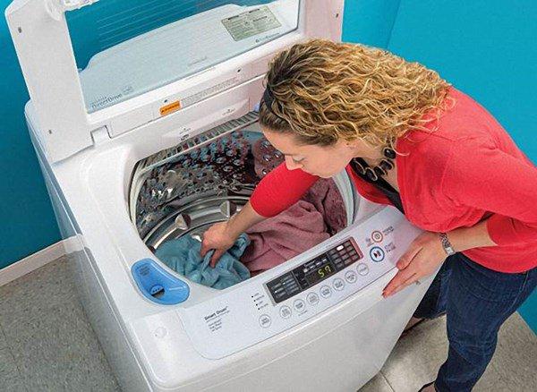 Lấy 2 quả bóng cho vào máy giặt, hiệu quả bất ngờ mẹ nào cũng nên học theo