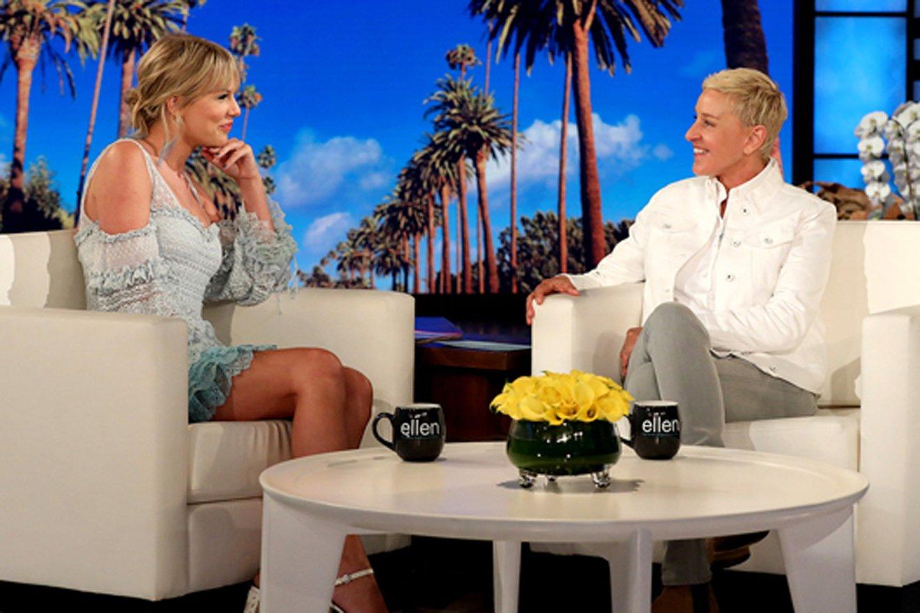 Ellen DeGeneres: Vượt qua quá khứ bị bố dượng xâm hại, trở thành MC đồng tính nổi nhất thế giới - 16