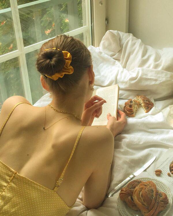 Là chuyện biết rồi nói mãi, váy áo hở lưng rộng huếch vẫn được không ít nàng diện ra phố - 18