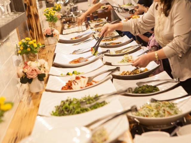 Khách ăn buffet thả ga vẫn lỗ nặng còn chủ nhà hàng hốt bạc vì 4 lý dobất ngờ