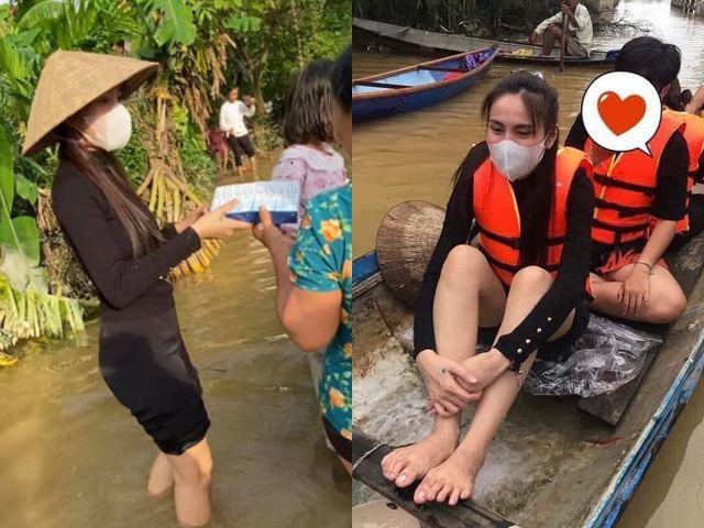 Xót cảnh Thuỷ Tiên chân gầy tong teo lội nước, khản giọng phát mì gói cứu trợ bà con