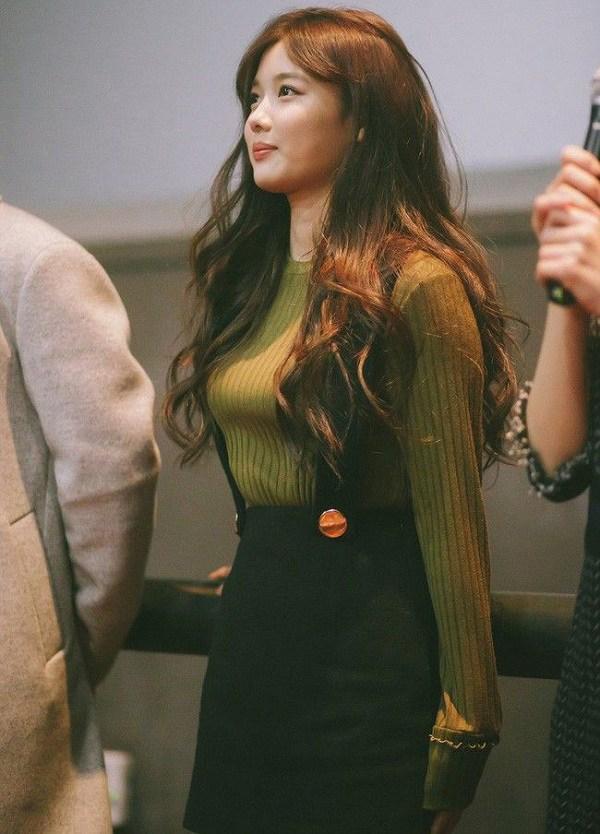 Áo len trơn màu dù đơn giản đến mấy, qua tay các mỹ nhân Hàn là hóa sành điệu - 6