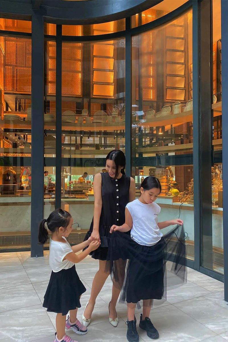 Nhà có hai nàng tiên, Lưu Hương Giang mất cả tiếng hội ý để mặc đồ đồng điệu cùng con - 3
