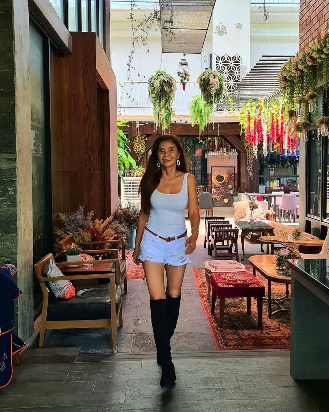 """U60 mà mặc toàn đồ """"cộp mác"""" tuổi teen, bà ngoại Thái Lan được dân tình gọi là thiếu nữ - 10"""