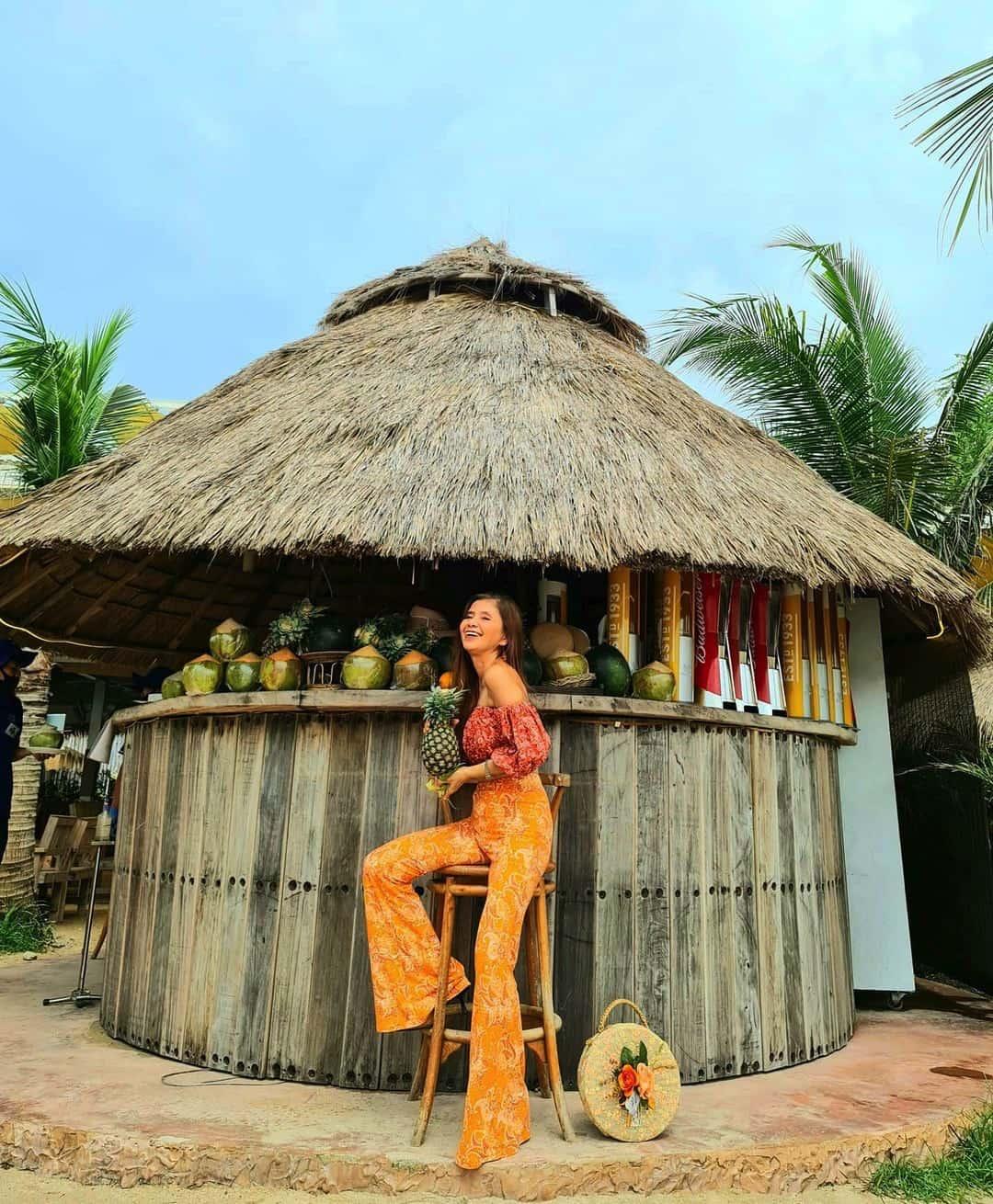 """U60 mà mặc toàn đồ """"cộp mác"""" tuổi teen, bà ngoại Thái Lan được dân tình gọi là thiếu nữ - 1"""