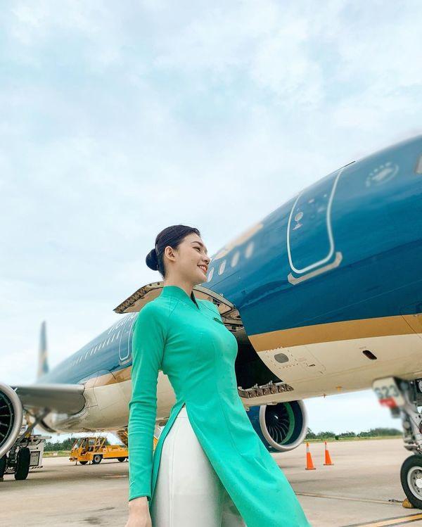 Khác khi diện áo dài đi làm, nữ tiếp viên hàng không có phong cách đời thường đầy táo bạo - 3
