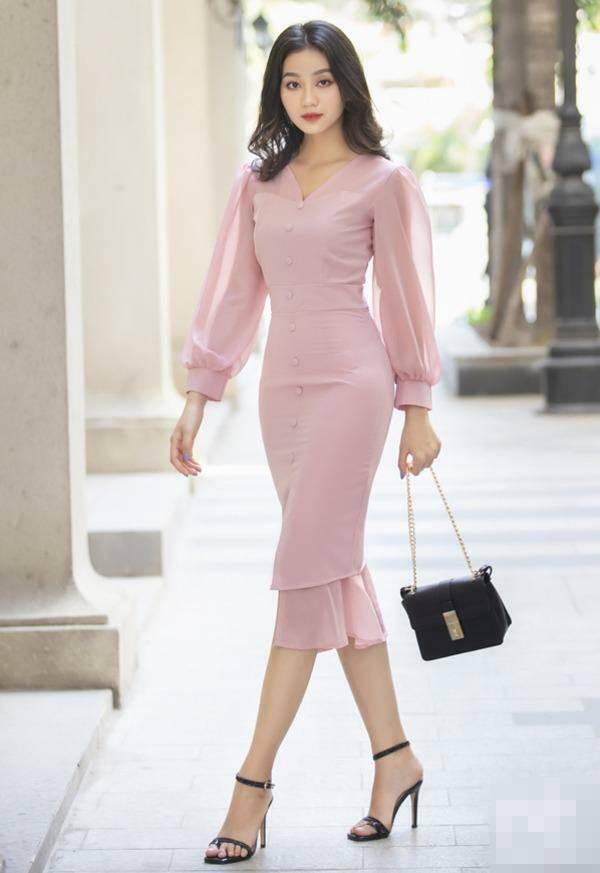Khác khi diện áo dài đi làm, nữ tiếp viên hàng không có phong cách đời thường đầy táo bạo - 17