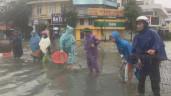 Lạc quan trong mưa lũ: Người dân Hà Tĩnh đổ xô ra đường bắt cá