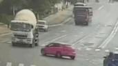Dừng đột ngột giữa ngã tư, ô tô con bị xe bồn đè bẹp