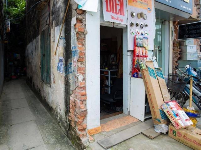 Kỳ lạ những căn nhà siêu nhỏ chỉ vừa một người đi nhưng giá hơn 400 triệu/m2 ở Hà Nội