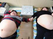 Béo đến nỗi không thể làm   chuyện ấy  , giờ cặp đôi giảm cân không nhận ra, sắp thụ thai
