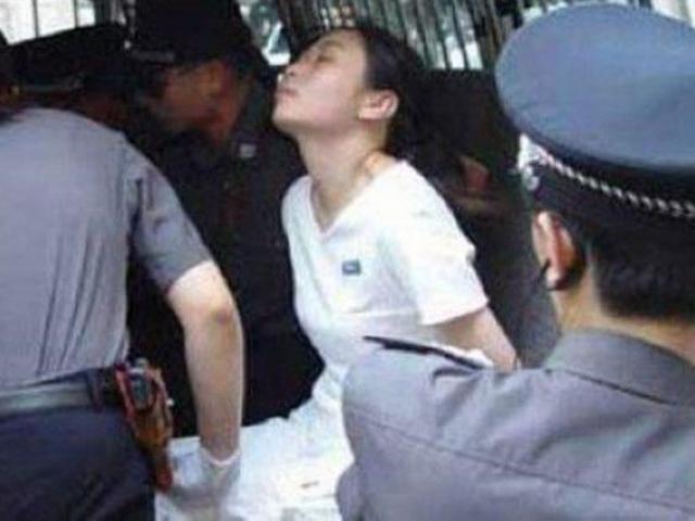 Giết bạn trai vì không giàu có, nữ tử tù bị hành quyết vẫn bật quan tài sống dậy