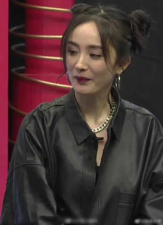 """Cập kê tuổi băm, Dương Mịch lộ gương mặt hốc hác dù đã cố làm tóc """"cưa sừng làm nghé"""""""