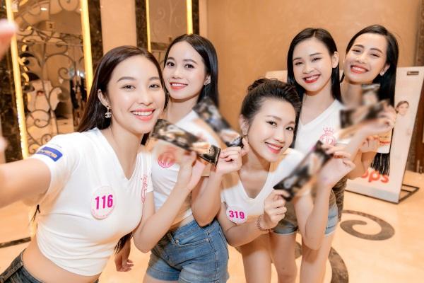 Chơi trội diện bikini 2 mảnh, 10X amp;#34;nổi bần bậtamp;#34; giữa dàn thí sinh Hoa hậu Việt Nam 2020 - 5