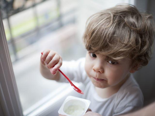 Trẻ mấy tháng ăn được sữa chua và nên ăn bao nhiêu là tốt cho bé? - 1