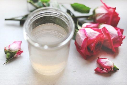 Uống nước hoa hồng có tác dụng gì? Cách sử dụng nước hoa hồng hiệu quả - 1
