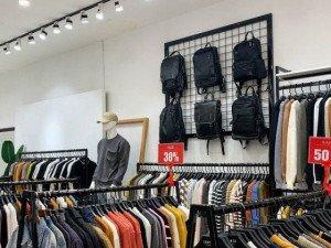 Ồ ạt giảm giá đến 80%, nhiều cửa hàng vẫn không bóng khách
