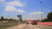 Xe bán tải chuyển làn khiến ôtô 'trở tay không kịp'