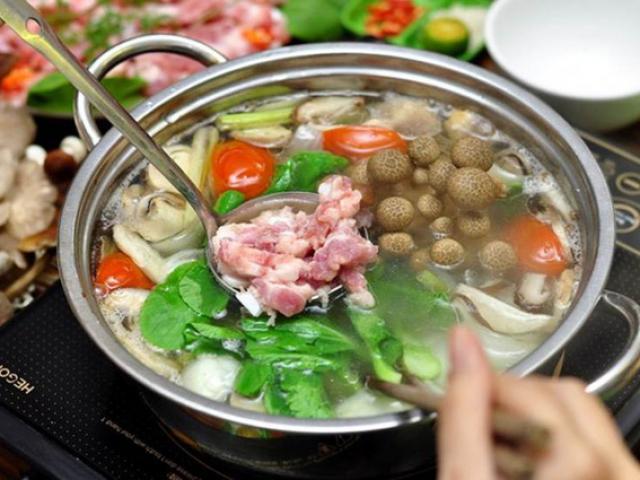 Ăn lẩu tránh 3 loại rau và 2 cách chế biến rau này vì hại tiêu hóa, gây ngộ độc