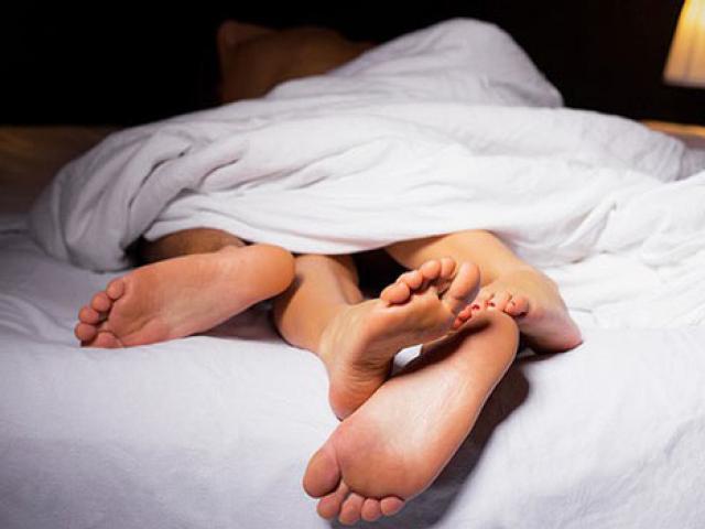 Vùng kín phát ra âm thanh kỳ lạ khi quan hệ khiến chồng chán nản, vợ cầu cứu bác sĩ